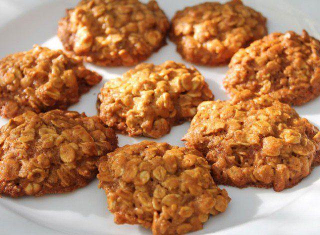 Biscotti avena e frutta: vegan, solo due ingredienti, senza zuccheri e grassi aggiunti