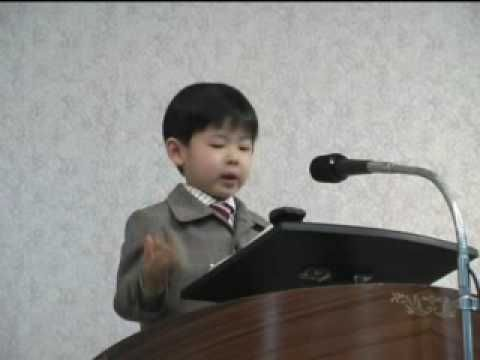 One of our little 4 yr. old brothers giving his Bible reading in Spanish.  Even if you don't understand the language it makes you so proud!  I can see him giving talks at the district conventions before long--LOL!