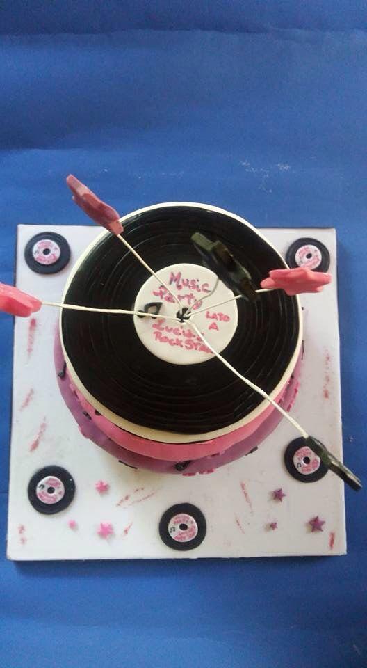 Torta per festa di compleanno a tema Rock