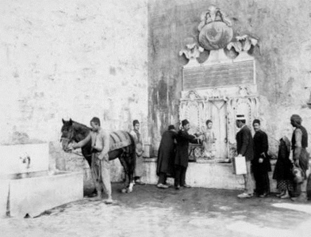 Topkapı Sarayı-Demirkapı'nın dışındaki Çifte Çeşmeler, 1888-1889, Sultanahmet