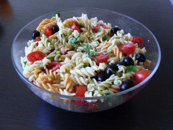 Frisch-mediteraner Nudelsalat - Rezept