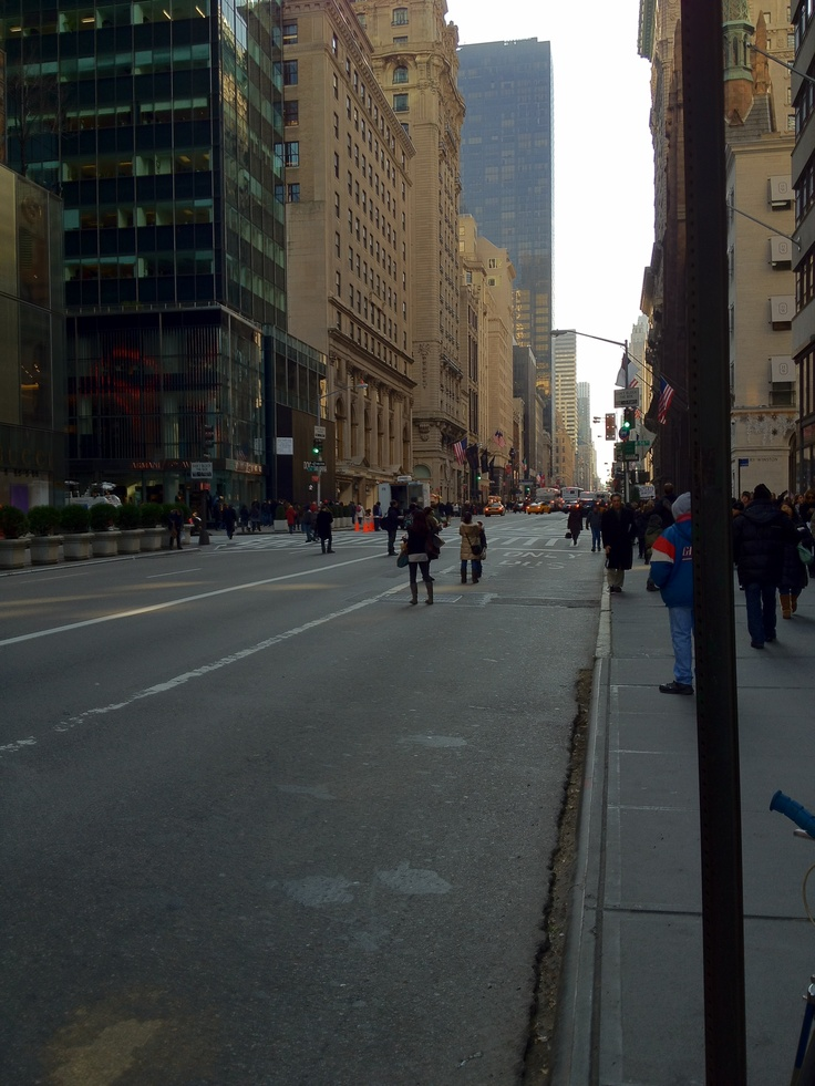 6th Ave no cars