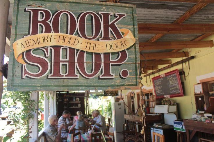 Kom snuffel rond vir tweedehandse boeke by die Pennefarther-boekwinkel.