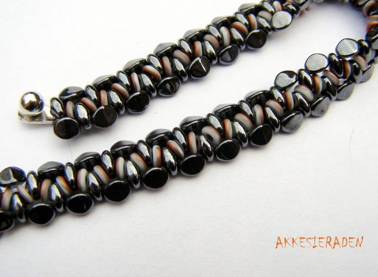 * O bead bracelet - free pattern wit o-beads and pinch beads by Akkesieraden http://www.akkesieraden.nl/wp-content/uploads/2014/02/Free-pattern-O-bead-Necklace-1-.pdf