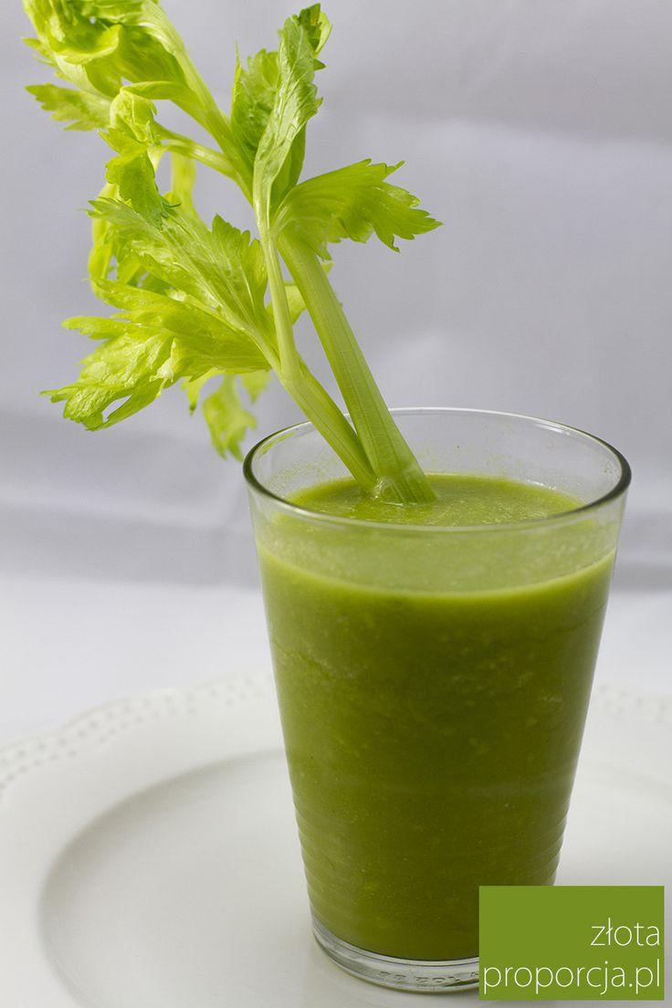 Dziś mieliśmy ochotę na coś lekkiego, oczyszczającego i wzmacniającego. Zrobiliśmy zielony koktajl z awokado, selera naciowego, kiwi, jabłka, limonki i imbiru. Zielone warzywa są bogate m.in. w kwas foliowy, wapń czy niewielkie ilości kwasów omega 3, podczas gdy kiwi to świetne źródło witamin z grupy C i B oraz karotenoidów. Taki zielony koktajl to prawdziwa …