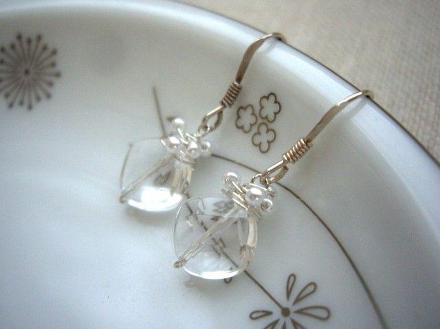 耳たぶから小さく揺れるビーズラップピアス(イヤリング)水晶 925SV - Yoko's Jewelry