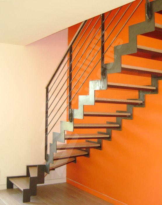 Photo DT81 - ESCA'DROIT® 1/4 Tournant Bas sans poteau de balancement. Escalier d'intérieur contemporain métallique pour une décoration graphique type loft.