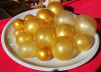 Zur Herstellung braucht man:  Schaschlikspieße oder Zahnstocher  Kleine Luftballons (am besten für Wasserballons)  Klebeband  Ein Stück Styr... (Halloween Dessert Recipes)