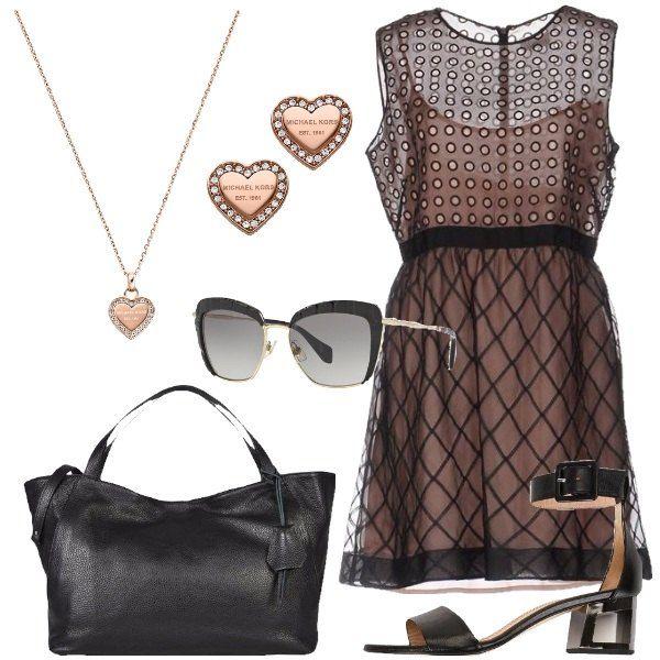 Outfit composto da vestito in seta, viscosa e cotone, sandali in pelle, borsa a mano in pelle, collana e orecchini in acciaio inox con strass e logo e occhiali da sole in metallo, stile rettangolare.