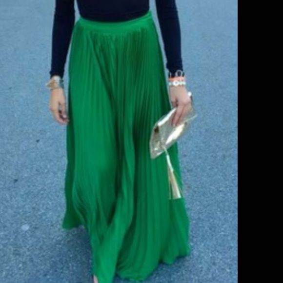 sold in bundle vs pleated emerald green maxi maxis