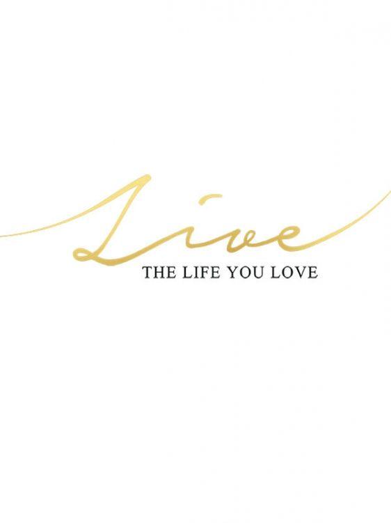 """Poster med guldfoliering och text, """"Live the life you love"""". Posters och affischer med guld och texttavlor. Passar fint till modern inredning med guld och mässing."""
