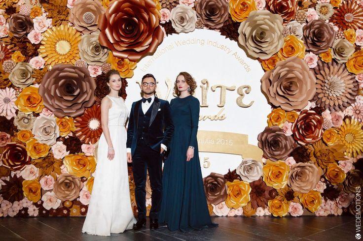 фотозона из бумажных цветов для номинации white award лучшая свадьба 2015