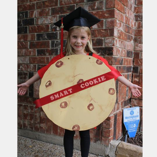 This cute and crafty costume is perfect for your little scholar.