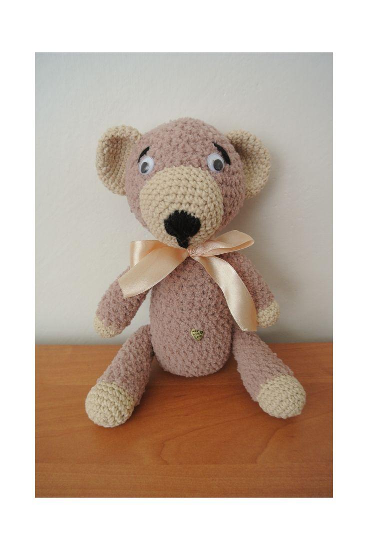 medvídek+Míša+medvídek+háčkovaný+z+měkkoučké+příze+softy,plněné+dutým+vláknem,očička+přišitá,čumáček+vyšitý,výška+26+cm
