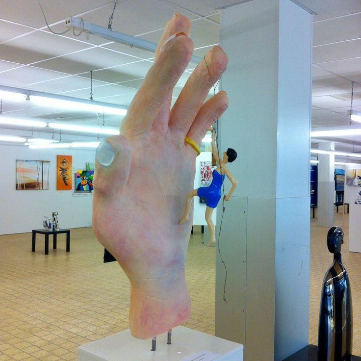 A helping hand Sculpture www.michaelart.nl