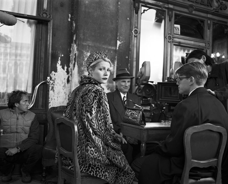 """Gwyneth Paltrow avec Matt Damon en tournage sur le film """"The talented Mr Ripley"""" « Je ne suis pas sûr si elle était de nature ou si elle se sentait comme si elle sentait une intrusion... Il y avait certainement un regard féroce et réprobateur"""" dit Brigitte Lacombe © Copyright Brigitte Lacombe"""