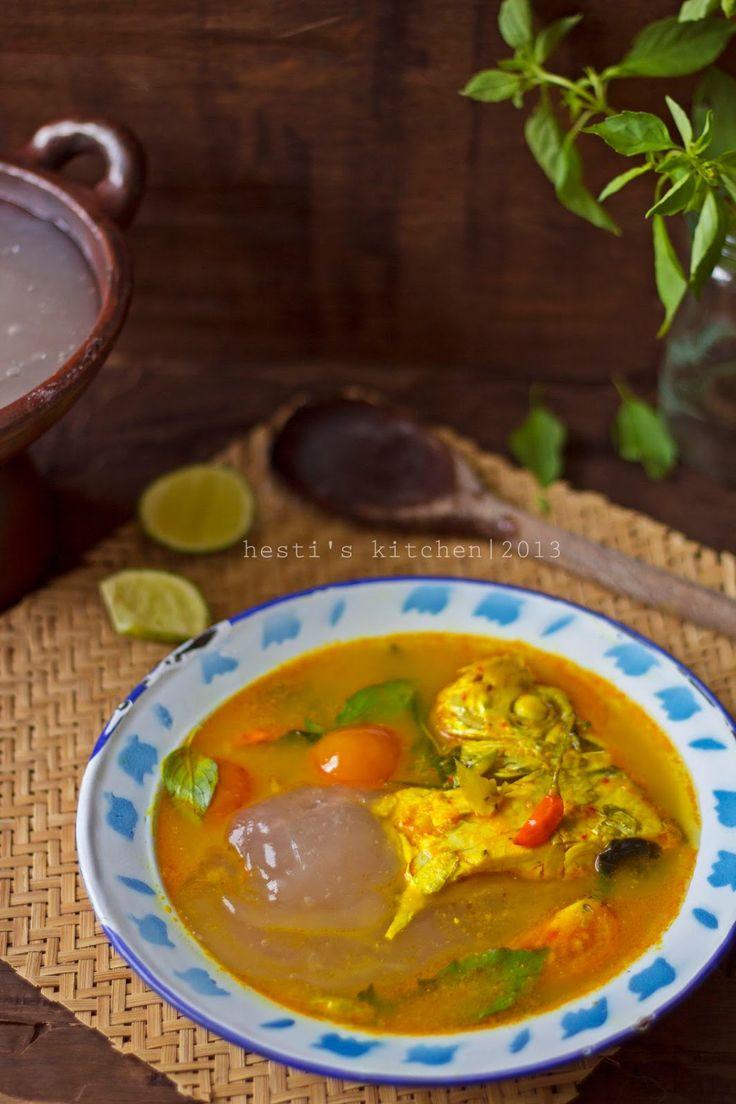 Papeda (Maluku/Papua Sagoo Congee) with Ikan Kuah Kuning (Yellow Fish Soup)