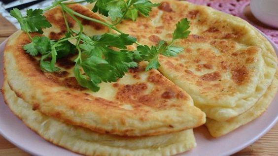 Česnekové placky plněné luxusní sýrovou náplní připravené za 20 minut! | Vychytávkov