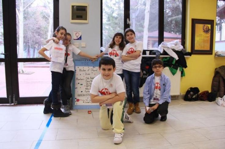 """Çocuklara tüm turnuva boyunca destek veren Eyigör ve Çakmak, konu ile ilgili olarak duygularını şu şekilde paylaştı: """"Türkiye genelindeki turnuvaya 1. olan grubumuz katılacak. Hedefimiz bu turnuvadan da yüzümüzün akıyla derece alarak çıkmak ve okulumuzun adını bir kez daha duyurmak olacaktır. Kulüp öğrencilerinin her birine çok güveniyoruz'' oldu.  #egitimde #okul #kolej #etkinlik #kariyer #meslek #yabancidil"""