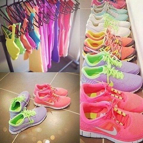 "souliers femmes Nike / Nike shoes for women. Maybe if I had this ""workout wardrobe"" it would inspire me more often"