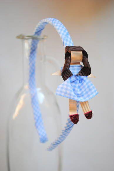 tiara da Dorothy, do clássico O Mágico de Oz esculturas feitas com fitas de tecido xadrez e gorgorão à mão.  **ARCO DE TAMANHO ÚNICO - 39CM DE PONTA A PONTA R$ 25,00