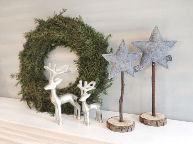Weihnachtsdeko - Stjerne Set grau - 2 Filz Sterne auf Echtholz - ein Designerstück von snuggles-cottage bei DaWanda