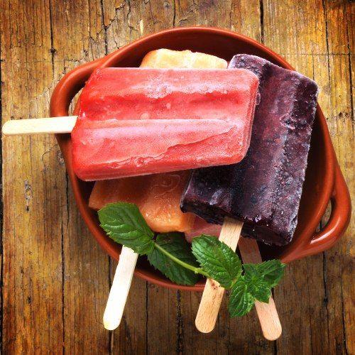 Freschi, sani e molto estivi: ecco le #ricette per preparare in casa i #ghiaccioli e garantire una merenda gustosa ma light a bambini (e adulti).