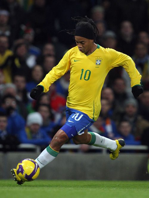 ronaldinho  playing soccer | Zone Soccer Player