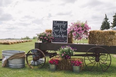 42 Photo Booth Backdrops For Your Wedding | HappyWedd.com