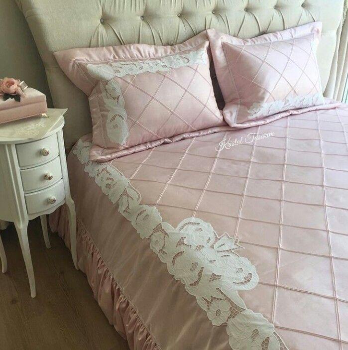 Beyaz iş yatak örtüsü