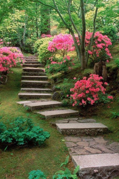 lovely: Diy Ideas, Walkways, Gardens Paths, Side Yard, Flower Gardens, Backyard Gardens, Gardens Design, Beautiful Gardens, Japan Gardens