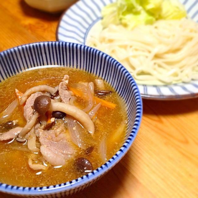茹でキャベツ一緒に食うと小麦粉で胃もたれするのを防いでくれるらしーよ。麺は冷凍の稲庭うどん。 - 18件のもぐもぐ - 肉つけうどん(味噌仕立て) by lottarosie