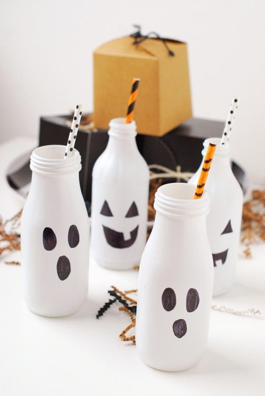 DIY Halloween Boo Bottles by @ProperPinwheel | Easy Halloween Crafts