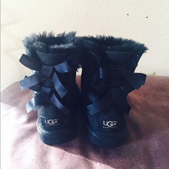 Girls ugg boots size 11 kids size Girls ugg boots size 11 . This boots are for kids like from 5 to 6 years old UGG Shoes Winter & Rain Boots