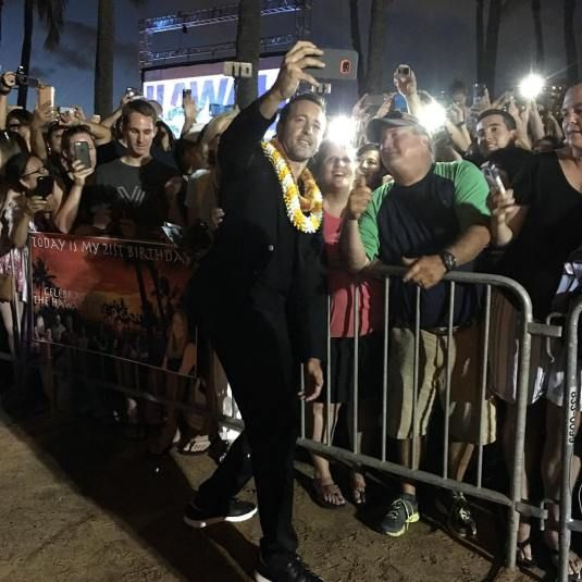 Alex O'loughlin with fans at sotb