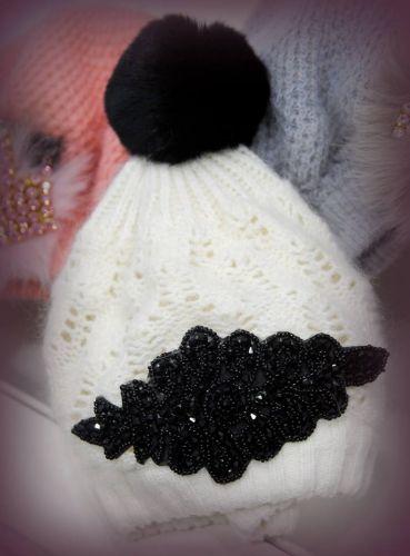 Σκουφάκι στολισμένο με μπροκάρ και φούντα  http://handmadecollectionqueens.com/Γυναικειο-σκουφακι-με-μπροκαρ-και-φουντα  #handmade #fashion #women #accessories #winter #storiesforqueens #beanies