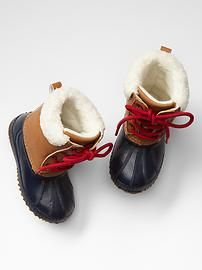 Sherpa snow boots. Piper NEEDS these!!! Im pretty sure of it.