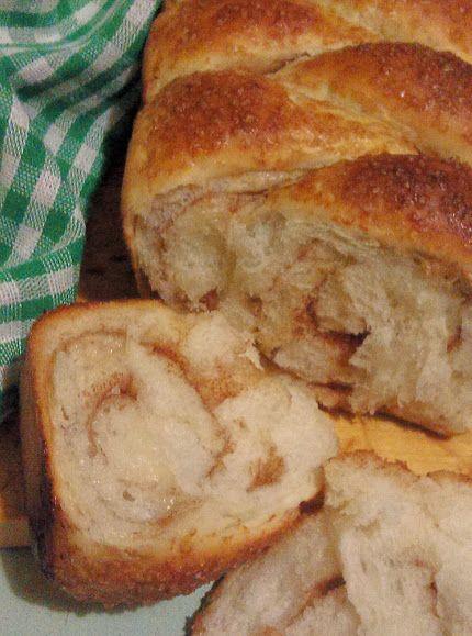 Сладкий хлеб с корицей.