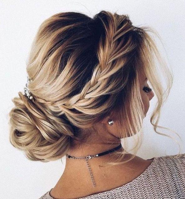 Tendinte Coafuri Nunta 2021 Hairstyles Coafura Mireasa Par Lung Bucle Lejere Si Impletituri Hair Up Styles Cute Wedding Hairstyles Elegant Wedding Hair