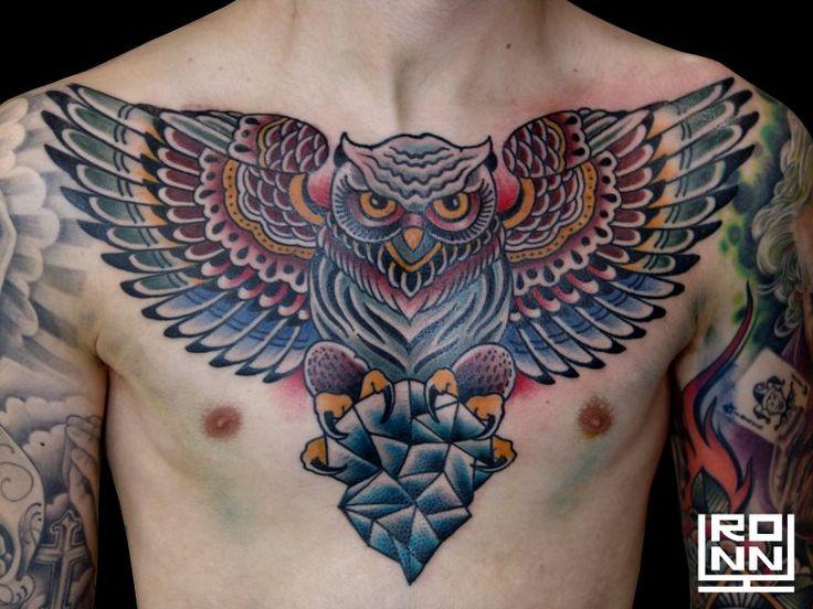 Tatuaje buho a color en el pecho #Tatuaje #TatuajePecho #TatuajeColor #TatuajeBuho #RonnyLee #Tattoo #OwlTattoo #ColorTattoo