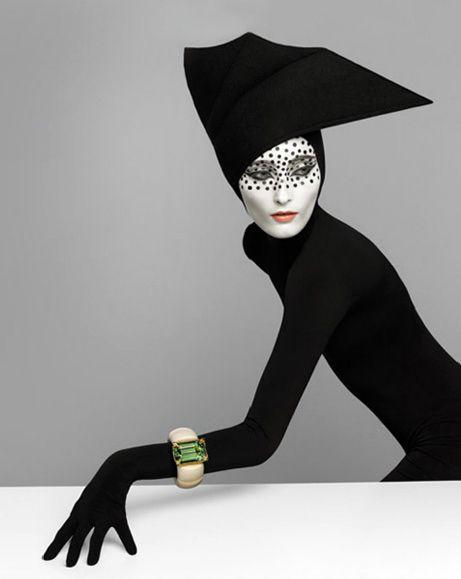Lo poco convencional de la modelo, la composición, el contraste || Serge Lutens