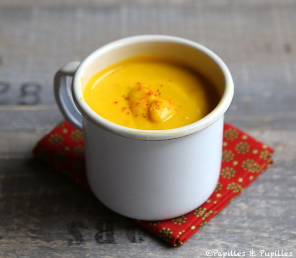 Velouté de carottes et patates douces au lait de coco, curry et gingembre »