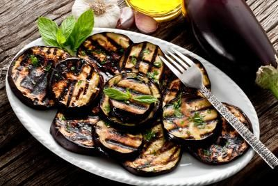 The Nutritional Value of Eggplant (with Pictures)