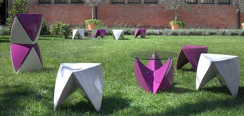 Dove stool for exhibition or events Plastic white or pink Stylish elements of parties/ outdoor activities. @ gb.ecrent
