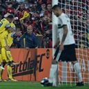 Flamengo sofre mas vence Coritiba com pênalti nos acréscimos