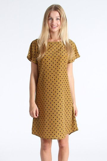 Offloading even more damn-fine threads, check out the freshest drop of prettiness from Arc & Bow. The Tee Dress is mustard coloured and covered in polka dots, complete with a boxy, shift-style fit and short sleeves. And of course it's prettier than pretty; this is Arc & Bow when all said and done.