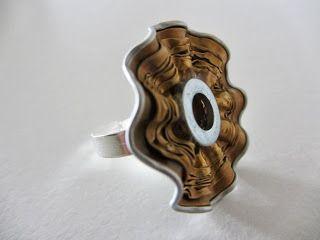 Anello realizzato con cialda del caffè, rondella ed inserto centrale in pelle (vista 1)