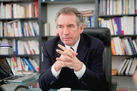 Entretien avec Francois Bayrou, président du Mouvement démocrate, par le Journal La Croix. François Bayrou critique le manque de courage du gouvernement, qu'il accuse de ne pas mener les réformes nécessaires.Les derniers chiffres de la croissance semblent...