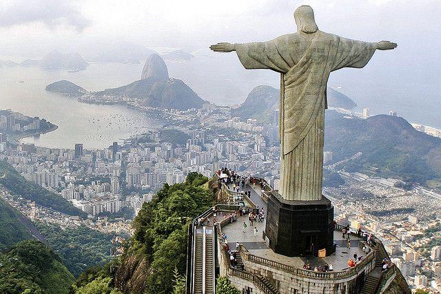 巨大なキリスト像と丘からの景色が絶景!コルコバードの丘