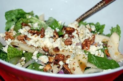 Σαλάτα με αχλάδι και μπλε τυρί/Pear and blue cheese salad